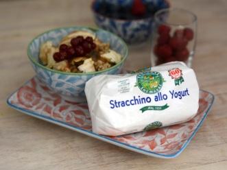 Colazione vincente Stracchino allo yogurt e muesli croccante.jpg