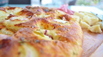 http://www.tusciaup.com/focaccia-stracchino-cipolla-ideale-laperitivo/57410